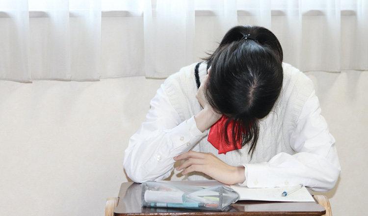 勉強中に眠くなる! 受験生の正しい眠気対策教えます