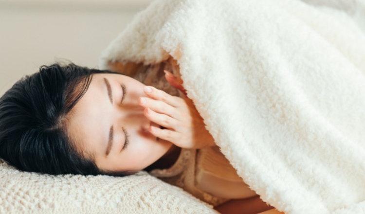 簡単に眠くなる方法はある?音楽やツボ押しなど受験生がすぐ眠るためにできること